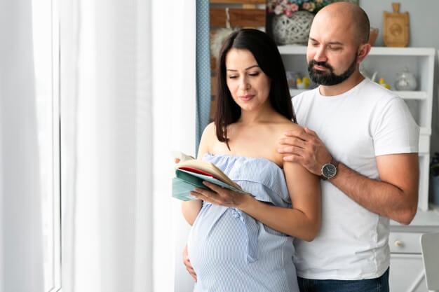 زوج جوان در انتظار فرزند